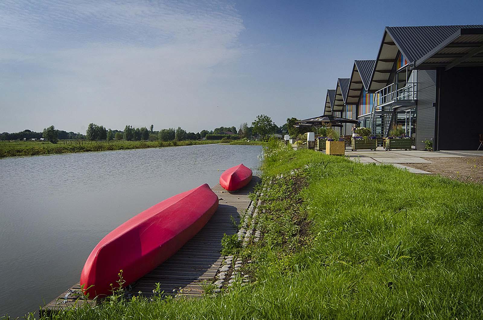 Ontdek de Waterlinie op de fiets, wandelend of per kano!